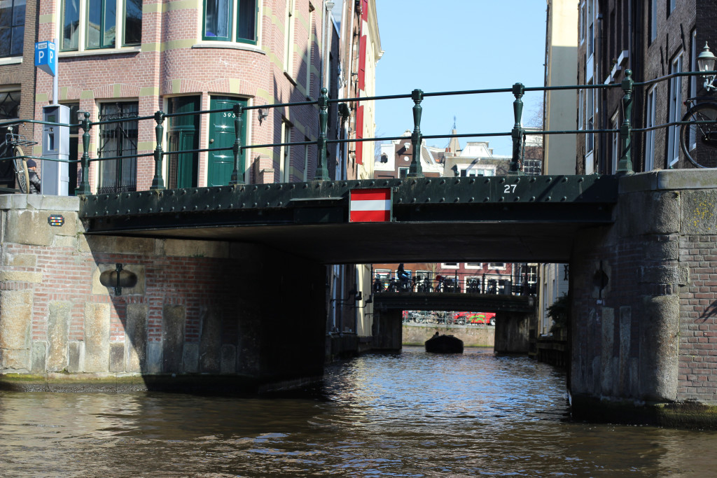 Looking down Beulingsloot from Herengracht. Note the Space Invader artwork on the left abutment.